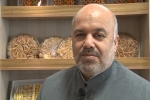 روزبه استاندار قزوین در مراسم رونمایی از سوغات قزوین